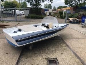Klassiek speedbootje Jaren 60 stijl