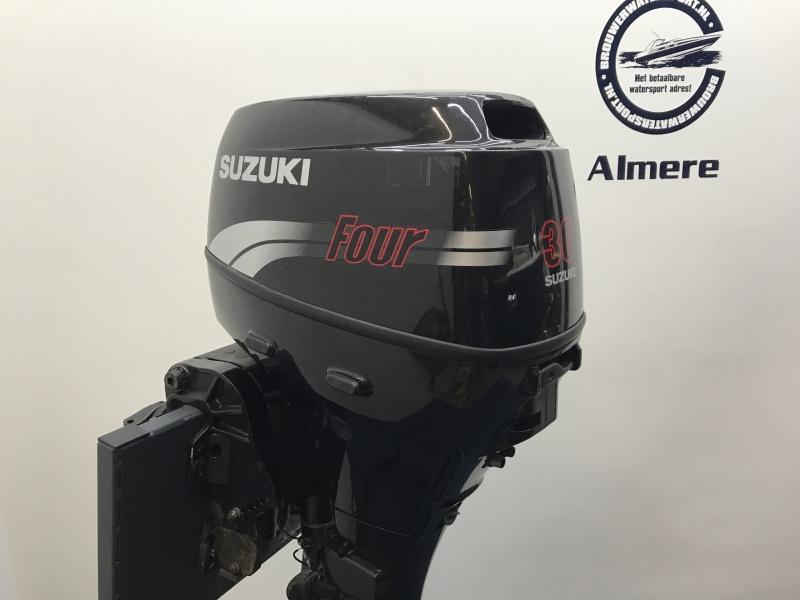 Suzuki buitenboordmotor 30 pk Lang el start afstand bediend